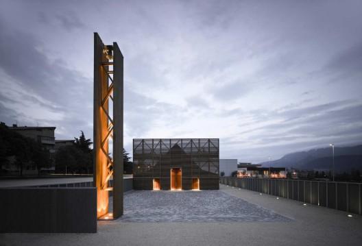 写字楼设计分享意大利拉奎拉教堂