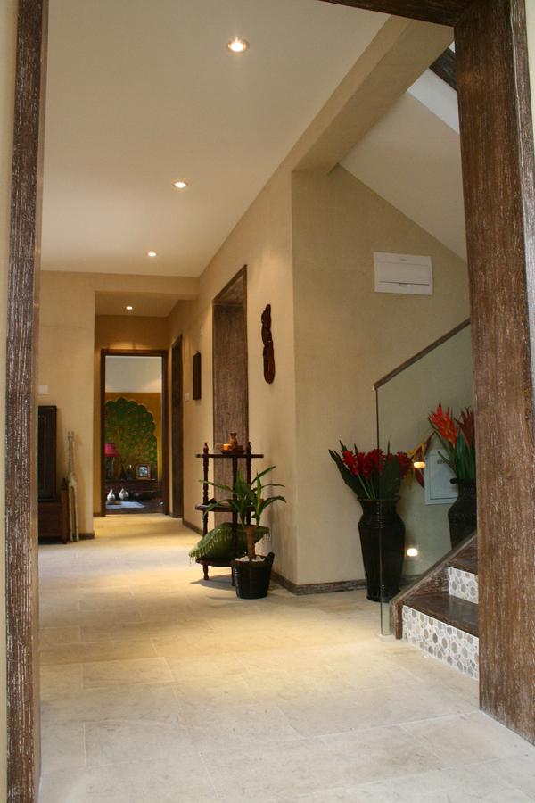 南亚风格别墅设计-过道实景效果图